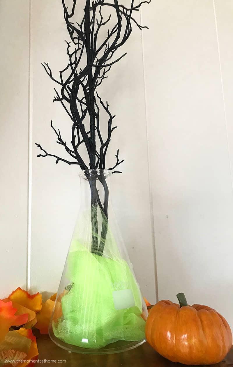 Halloween mantel decorations. Make a vase from a beaker. DIY Halloween decorations. #halloweendecorations #diyHalloween