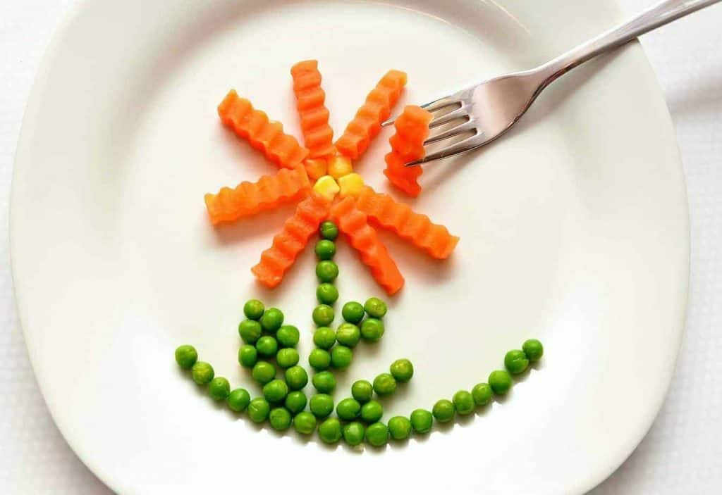 picture of healthy vegetables in shape of flower
